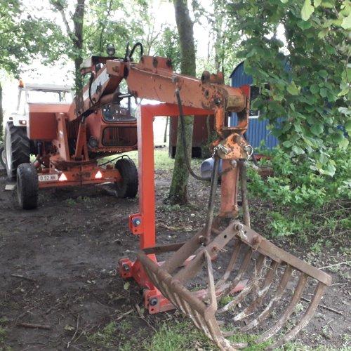 Foto van een delmote kraan. Kon het merk hier niet terugvinden. Geplaatst door Diederik1987 op 22-11-2019 om 19:57:18, op TractorFan.nl - de nummer 1 tractor foto website.