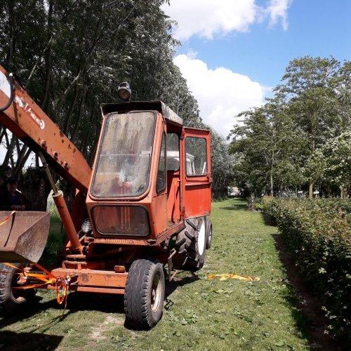 Foto van een delmote kraan. Kon het merk hier niet terugvinden. Geplaatst door Diederik1987 op 22-11-2019 om 19:57:19, op TractorFan.nl - de nummer 1 tractor foto website.