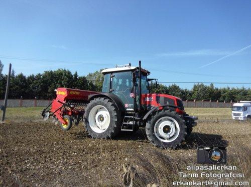 Seeding With Erkunt Haşmet 110 Lux (Armatrac 1104-4) 2017...!!!. Geplaatst door alipasalierkan op 12-10-2017 om 21:05:58, op TractorFan.nl - de nummer 1 tractor foto website.