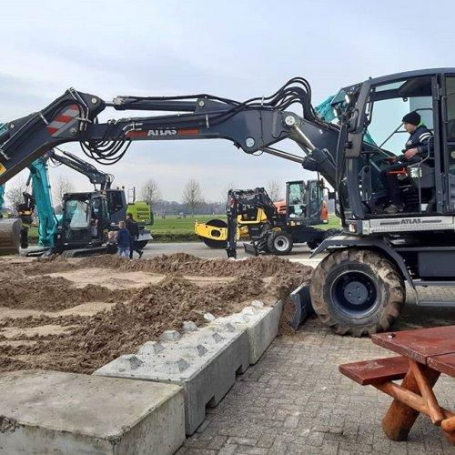 Hier zie je mij met een Atlas 160W.. Geplaatst door Tijs van Meerveld op 28-12-2019 om 17:26:43, op TractorFan.nl - de nummer 1 tractor foto website.