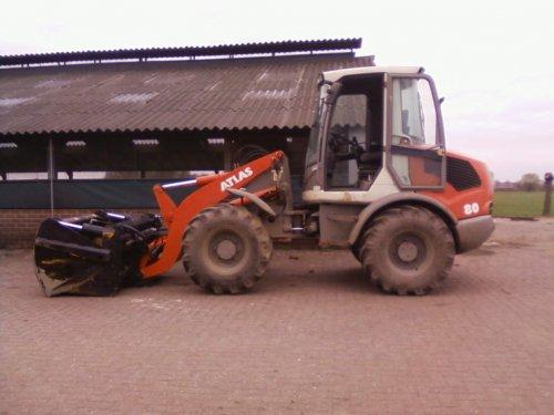 Foto van een Atlas AR80, bezig met poseren.. Geplaatst door kevin8630 op 17-04-2011 om 10:34:46, op TractorFan.nl - de nummer 1 tractor foto website.