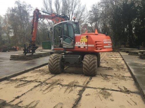 Foto van een Atlas 160W, druk bezig met Poseren.. Geplaatst door gele velgen op 23-12-2014 om 00:09:34, op TractorFan.nl - de nummer 1 tractor foto website.