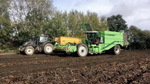 Loonbedrijf Geutjens (Bocholt) × op de foto met een Avr Puma 3.. Geplaatst door deutz dx 470 op 18-10-2019 om 10:02:39, op TractorFan.nl - de nummer 1 tractor foto website.