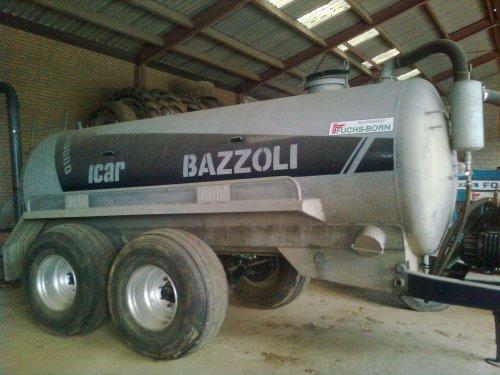 Foto van een Bazzoli Watertank, bezig met poseren.. Geplaatst door TurnMeLoose op 16-09-2010 om 18:16:28, met 5 reacties.