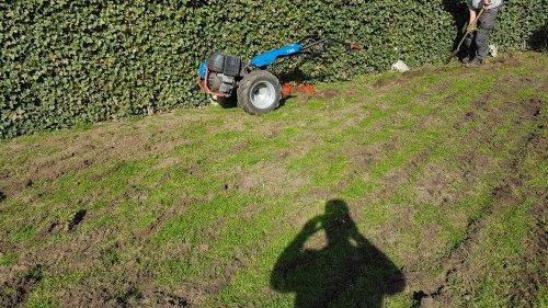 Foto van een BCS 746  Even een tuintje 40cm diep losgetrokken met de bcs. Volgende week gaat de opdrachtgever zelf graszoden leggen