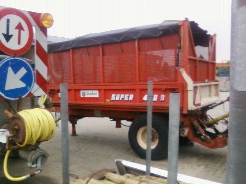 Foto van een Beco Super 450, bezig met poseren.. Geplaatst door casegek02 op 26-09-2008 om 14:16:03, met 4 reacties.