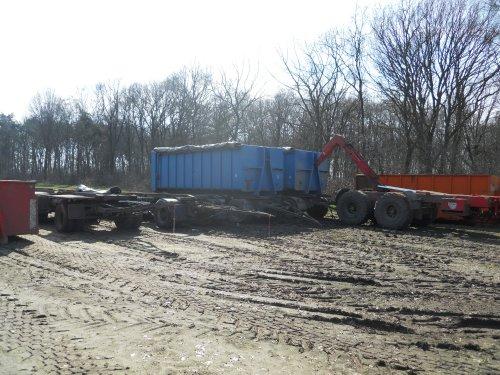 Foto van een Beco Haakarm, 4 kiep aanhangers.. Geplaatst door JJ op 22-03-2011 om 20:44:32, op TractorFan.nl - de nummer 1 tractor foto website.