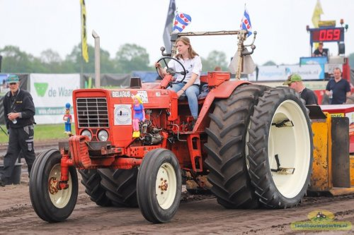 Belarus 800 van Brinkhoff