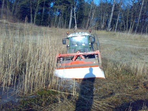 Foto van een BLOOPERS In het water, bezig met gras maaien.. Geplaatst door VARIOTMS op 14-01-2009 om 18:53:16, met 3 reacties.