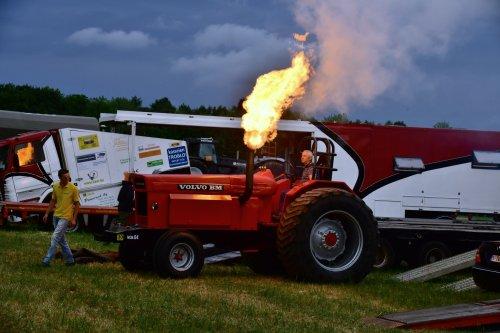 Nog geen 5min op Trekkertrek Veerle Laakdal (Be) en we hebben al spectaculaire foto's kunnen maken. Geplaatst door jd7920 op 06-07-2019 om 23:57:04, op TractorFan.nl - de nummer 1 tractor foto website.