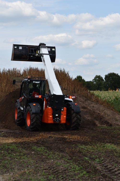 Foto van een Bobcat Verreiker. Geplaatst door jordi 1455 op 27-10-2019 om 17:21:12, op TractorFan.nl - de nummer 1 tractor foto website.