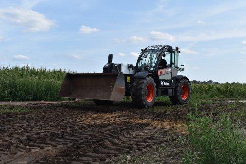 Foto van een Bobcat Verreiker. Geplaatst door jordi 1455 op 03-11-2019 om 22:59:23, op TractorFan.nl - de nummer 1 tractor foto website.
