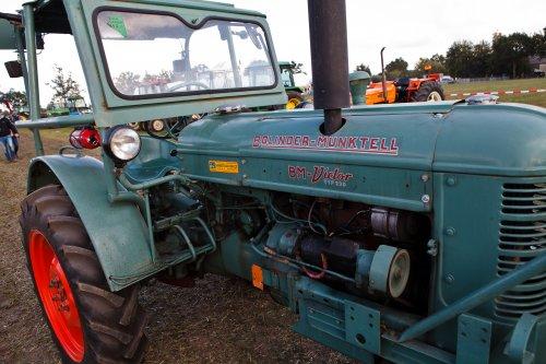 Foto van een Bolinder Munktell 230 op Trekkertrek voor oude tractoren te Eede. Geplaatst door Freggel op 11-09-2019 om 04:03:52, met 3 reacties.
