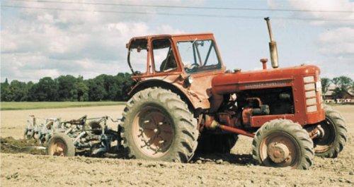 Foto van een Bolinder Munktell 471, bezig met ploegen / eggen. Komt van de site van Volvo, vond hem mooi genoeg om op TF te zetten. Volgens Volvo zijn er hier maar 50 van gemaakt, zeer zeldzaam dus.