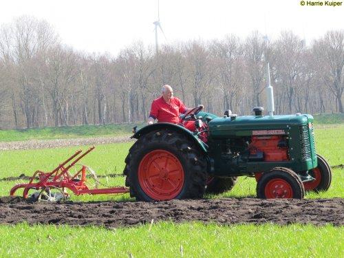 Foto van een Bolinder Munktell BM 55, oefen ploegdag 2-4-2016 OTMV Groningen.. Geplaatst door oldtimergek op 10-04-2016 om 23:22:32, op TractorFan.nl - de nummer 1 tractor foto website.