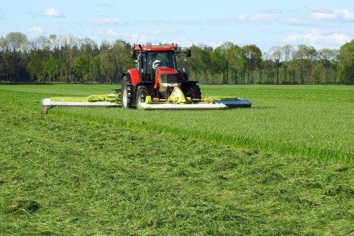 Gras maaien  https://youtu.be/eHctQLa2Cig. Geplaatst door pekkerietfan op 10-06-2018 om 15:26:13, op TractorFan.nl - de nummer 1 tractor foto website.