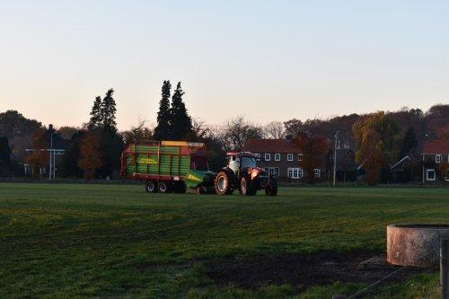 Foto van een Case IH Maxxum 115 Pro. Geplaatst door jordi 1455 op 21-11-2018 om 23:02:25, op TractorFan.nl - de nummer 1 tractor foto website.
