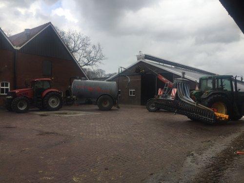 Foto van een Case IH Puma 165, spulletjes klaar zetten voor het mest seizoen. Geplaatst door Fordje6500 op 10-02-2019 om 17:10:56, op TractorFan.nl - de nummer 1 tractor foto website.