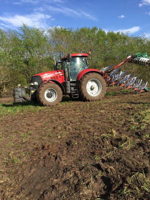 Foto van een Case IH Puma 225, maisland ploegen. Geplaatst door rubencasecs op 27-04-2019 om 10:49:18, op TractorFan.nl - de nummer 1 tractor foto website.