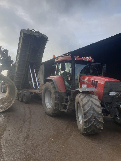 vracht riet gekiept om vervolgens op te persen  blijft een makkelijk ding de zelfbouw carrier. Geplaatst door rubenv op 19-02-2020 om 13:12:59, op TractorFan.nl - de nummer 1 tractor foto website.