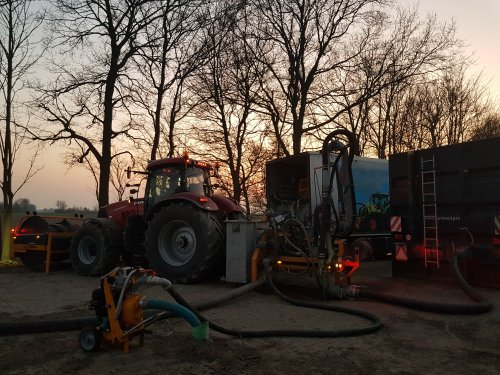 Afgelopen nacht weer dienstje pompen gedraaid. Vanaf aankomende week weer helemaal 24 uur daags door om alles weg/ eronder te krijgen.