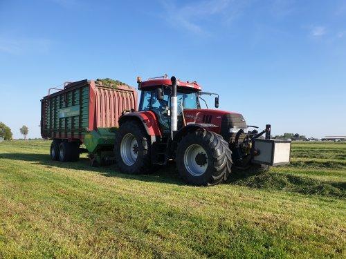 eerste vracht voor het jaar met de oude trouwe mega vitesse. Geplaatst door rubenv op 07-05-2020 om 18:18:12, op TractorFan.nl - de nummer 1 tractor foto website.