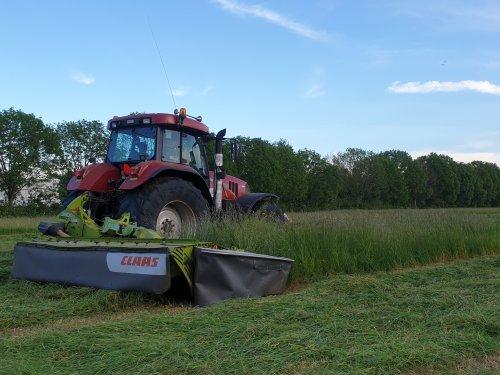 mooi stukkie aan het maaien geweest  hopen het eind van de week te kunnen hooien. Geplaatst door rubenv op 18-05-2020 om 22:24:05, op TractorFan.nl - de nummer 1 tractor foto website.