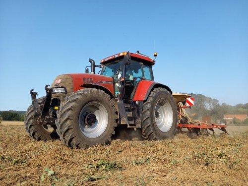 Foto van een Case IH CVX 1170 tine seeder. Seeding of green manure. Geplaatst door Cvx1170be op 16-09-2020 om 11:39:38, op TractorFan.nl - de nummer 1 tractor foto website.