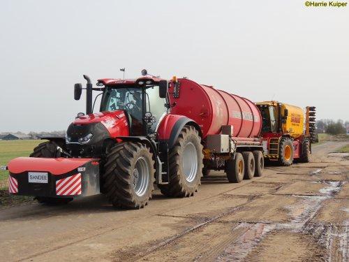 Foto van een Case IH Optum 300 aan het mest aanvoeren op 22 febr 2021., Landbouw en loonbedrijf Sandee Onstwedde-Alteveer.