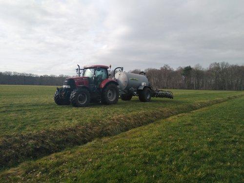 Foto van een Case IH Puma 130 CVX De eerste tanken er weer op rijden. Geplaatst door robotboer op 23-02-2021 om 12:08:36, op TractorFan.nl - de nummer 1 tractor foto website.
