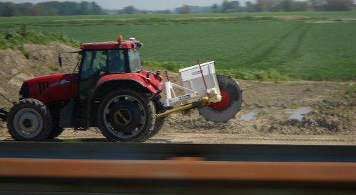 Foto van een Case IH CVX 1135, kwam ik onderweg tegen. :). Geplaatst door perry-fendt op 04-06-2012 om 22:25:45, op TractorFan.nl - de nummer 1 tractor foto website.