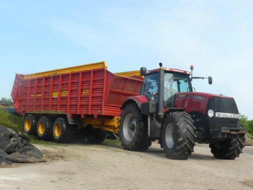 Case IH Magnum 335 van international956
