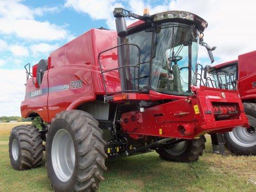 2013  Case IH Axial Flow 7230, bezig met poseren.. Geplaatst door marion5900 op 05-10-2013 om 04:19:48, op TractorFan.nl - de nummer 1 tractor foto website.