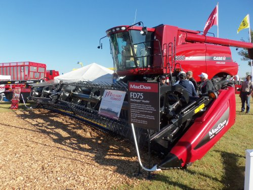 At Farm Science Review is this  Case IH Axial Flow 6088, bezig met poseren.Comes equipped with a MacDon FD75 header