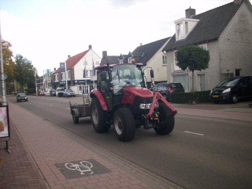 Foto van een Case IH Farmall 55C, 10 oktober vlakbij de omstreden kruising op de N395(Julianastraat) in Diessen.