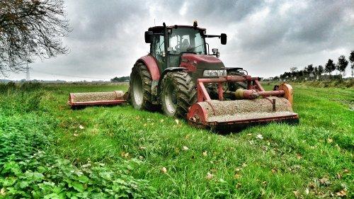 Foto van een Case IH Farmall 115U Pro, bezig met poseren.. Geplaatst door marten7810 op 16-10-2014 om 22:00:19, op TractorFan.nl - de nummer 1 tractor foto website.