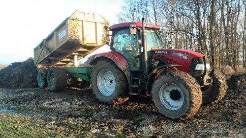 Foto van een Case IH Maxxum 115 Pro, druk bezig met Dumperen.. Geplaatst door johndeerefavo op 01-02-2015 om 15:09:03, op TractorFan.nl - de nummer 1 tractor foto website.