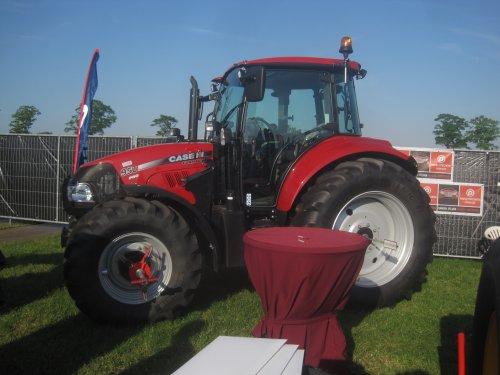 Foto van een Case IH Farmall 95U Pro, bezig met poseren.. Geplaatst door jordi 1455 op 09-06-2015 om 21:04:44, op TractorFan.nl - de nummer 1 tractor foto website.