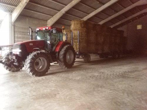 Foto van een Case IH Maxxum MX 135, zou ie vol genoeg liggen?. Geplaatst door Arthur624 op 24-01-2016 om 13:01:35, op TractorFan.nl - de nummer 1 tractor foto website.