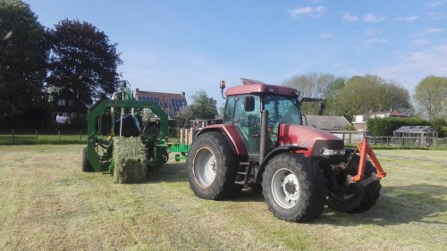 Foto van een Case IH Maxxum 100. Geplaatst door mf 3085 op 05-06-2016 om 17:27:57, op TractorFan.nl - de nummer 1 tractor foto website.