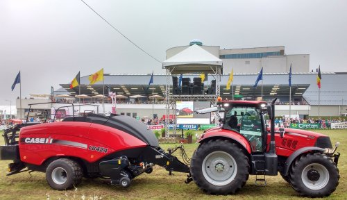 Foto van een Case IH Puma 240. Op de Beurs van Libramont.. Geplaatst door T track op 26-07-2016 om 15:52:07, op TractorFan.nl - de nummer 1 tractor foto website.