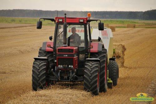 Case international 1455XL aan het stro persen.  Nu meer op http://www.landbouwpowers.nl. Geplaatst door ronaldclaas op 24-01-2017 om 18:31:55, met 10 reacties.