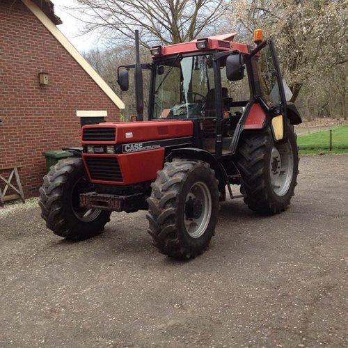 Foto van een Case International 956 XL. Geplaatst door Gerwin 1455 op 12-04-2017 om 09:41:56, op TractorFan.nl - de nummer 1 tractor foto website.