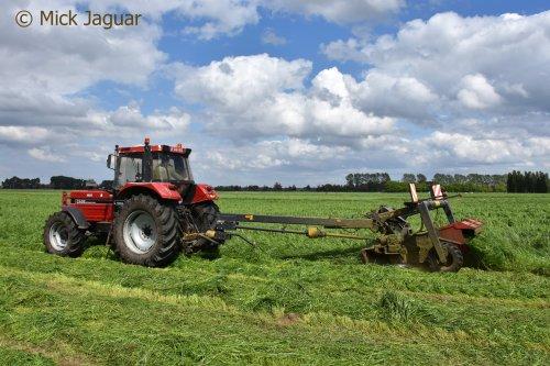 Case International 1255 X met Vicon CM 300 getrokken trommelmaaier. Filmpje? -> https://www.tractorfan.nl/movie/47820/