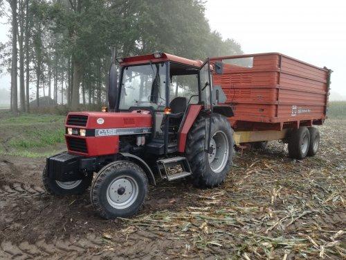 Foto van een Case International 733. Geplaatst door jim353 op 23-09-2017 om 09:29:42, op TractorFan.nl - de nummer 1 tractor foto website.