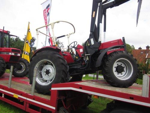 Foto van een Case International 733. Geplaatst door jordi 1455 op 26-12-2017 om 22:49:12, op TractorFan.nl - de nummer 1 tractor foto website.