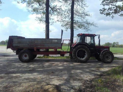 Vaste mest rijden met de case en schuitemaker meststrooier. Geplaatst door Bekkink op 24-04-2018 om 09:14:10, op TractorFan.nl - de nummer 1 tractor foto website.