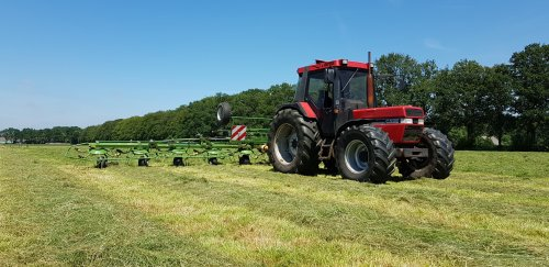 Melkveebedrijf Van Ravenhorst (Woudenberg) × op de foto met een Case International 845 XL Plus.. Geplaatst door timvanr op 26-06-2018 om 23:12:57, op TractorFan.nl - de nummer 1 tractor foto website.