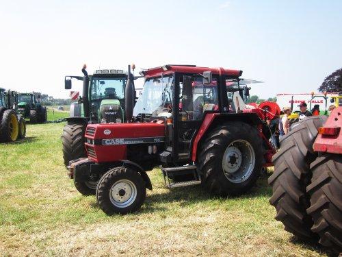 Foto van een Case International 733. Geplaatst door jordi 1455 op 01-07-2018 om 21:21:01, op TractorFan.nl - de nummer 1 tractor foto website.