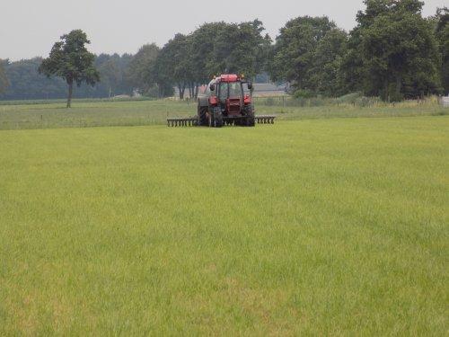 Foto van het injecteren na de eerste snee. Geplaatst door Han745XL op 09-08-2018 om 21:28:21, op TractorFan.nl - de nummer 1 tractor foto website.
